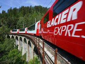 Bild: Glacier Express auf dem Laxgrabenviadukt