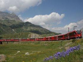 Bild: Bernina Express der Rhätischen Bahn