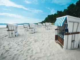 Insel Rügen Strand mit Strandkörben