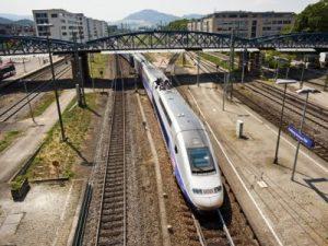 Bild:TGV Einfahrt Bahnhof Freiburg Titelbild