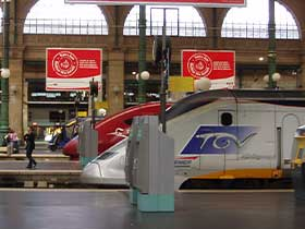 Blick auf TGV und Talys Zugspitzen im Gare du Nord in Paris