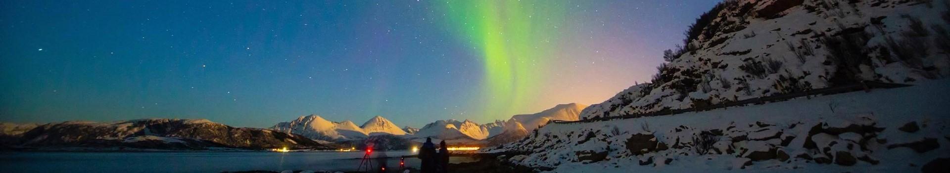 11mit Hurtigruten unterwegs: Polarlichter_ tromsolightscape_2500x1250
