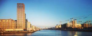 Blick vom Hafen auf Dublin
