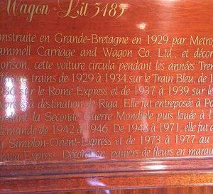 Tafel aus Mahagoni mit der Geschichte der Wagons im Orient-Express