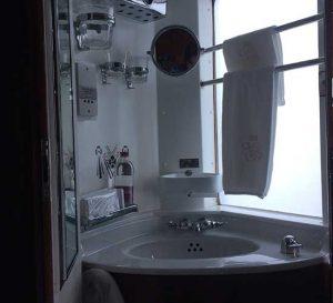 Orient-Express - Waschgelegenheit in der Kabine