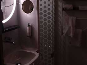 11Mit Gleisnost in Paris im Hotel Okko - Badezimmer