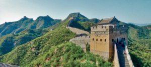 Unterwegs mit dem Sonderzug von Peking nach Moskau. Hier Blick auf die chinesische Mauer.