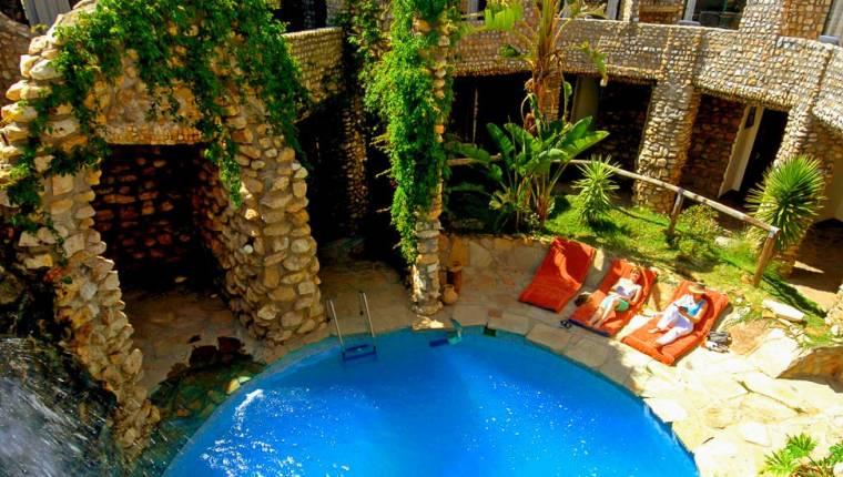 Onjala Lodge, Blick auf den Pool