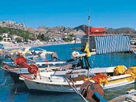 Fischerboote im Hafen von Rhodos.