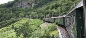 Blick aus dem Zug der Norway Rail auf dem Weg zum Polarkreis