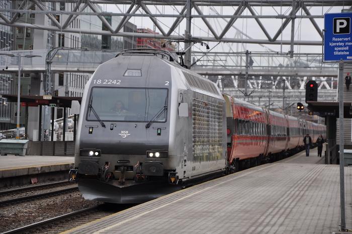 Zug der Bergenbahn in Oslo S
