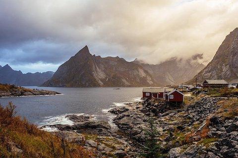 raue See und hohe Berge - Lofoten Wanderreise Norwegen
